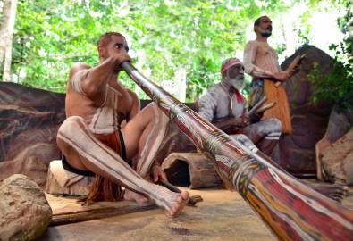 AUS_Aborigines_Didgeridoo_shutterstock_417370723_05JUN2018