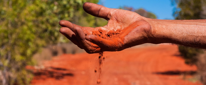 Header_Australien_Outback_Sand_iStock-475996188 (1)