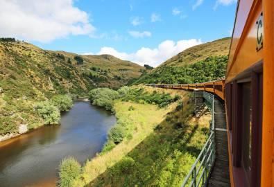 NZ_OT_Taieri_Gorge_Railway_shutterstock_725654998
