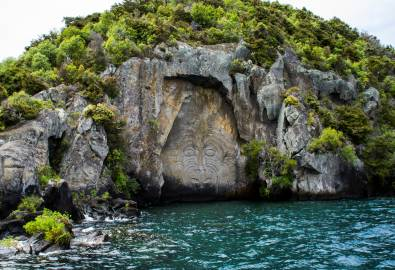 NZ_WK_Maori_Felsenkunst_Taupo_shutterstock_1128960749