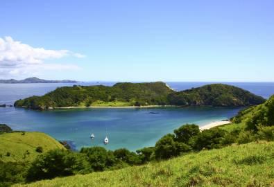 NZ_bay-of-islands_grün-meer_iStock_000012351885Large_05JUN2018