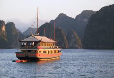 Vietnam -Junk Cruise Halong Bay, vietnam