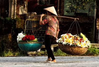 Vietnam - Frau mit Blumen
