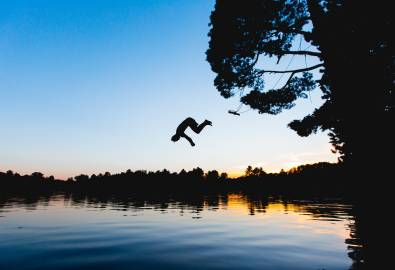X_Man_Jumping_In_Lake_StockSnap_7GSCQ0WOBX_2019-09-26
