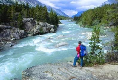 Alaska Yukon Wanderer am Fluß