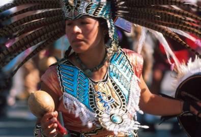 Mexiko Frau in prähispanischer Kleidung