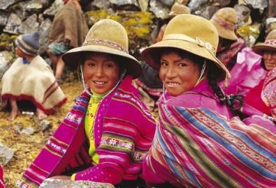 Peru zwei Mädchen im Hochland