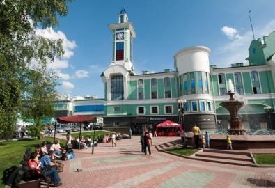 Russland Nowosibirsk Bahnhofsvorplatz