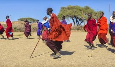 Tansania Begrüßeung bei den Massai