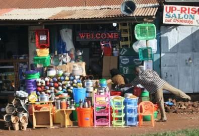 Uganda Verkaufsstand Haushaltswaren